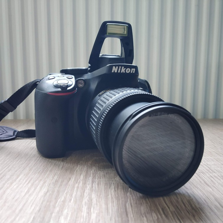 Nikon D5300 DSLR camera + SD card + bag