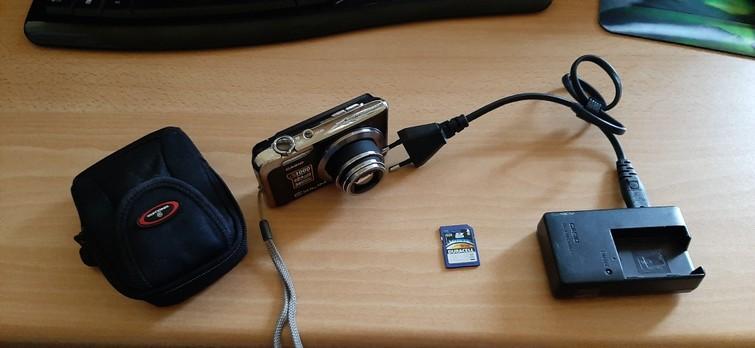 compact camera 10 x zoom met 2 accu's en 8GB Sd kaart