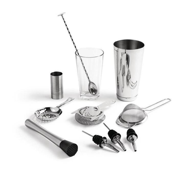 Cocktail shaker set. Dus met strainers, jigger (maatje), pours, etc.