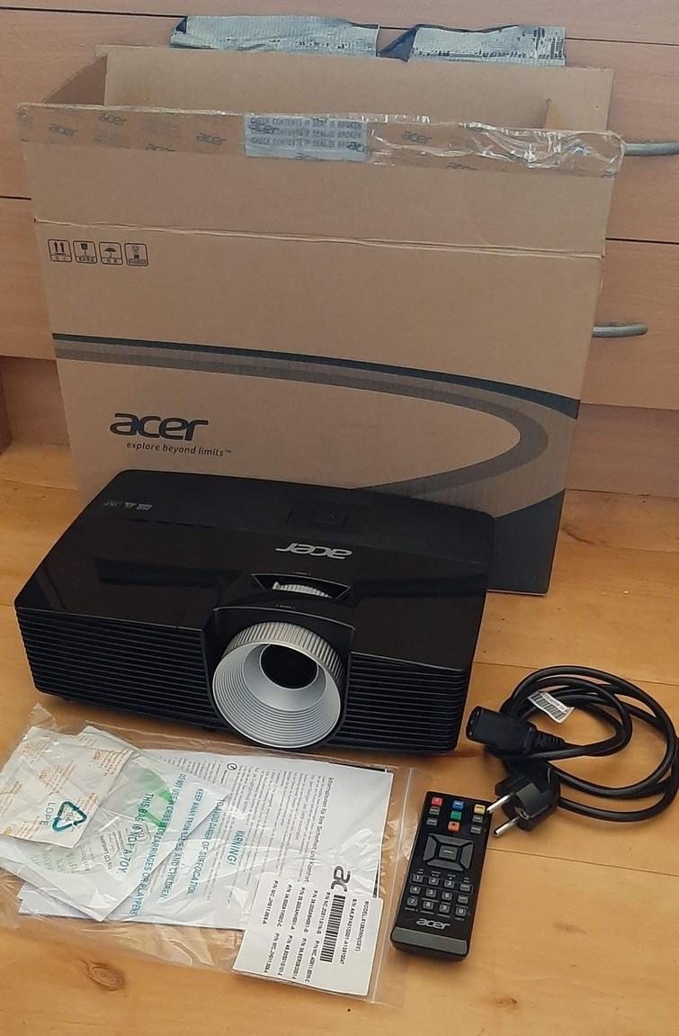Beamer Acer met HDMI aansluiting (evt met scherm)
