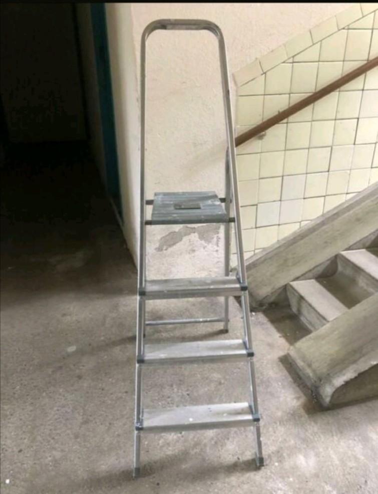 Huishoudtrap ladder 4 tredes