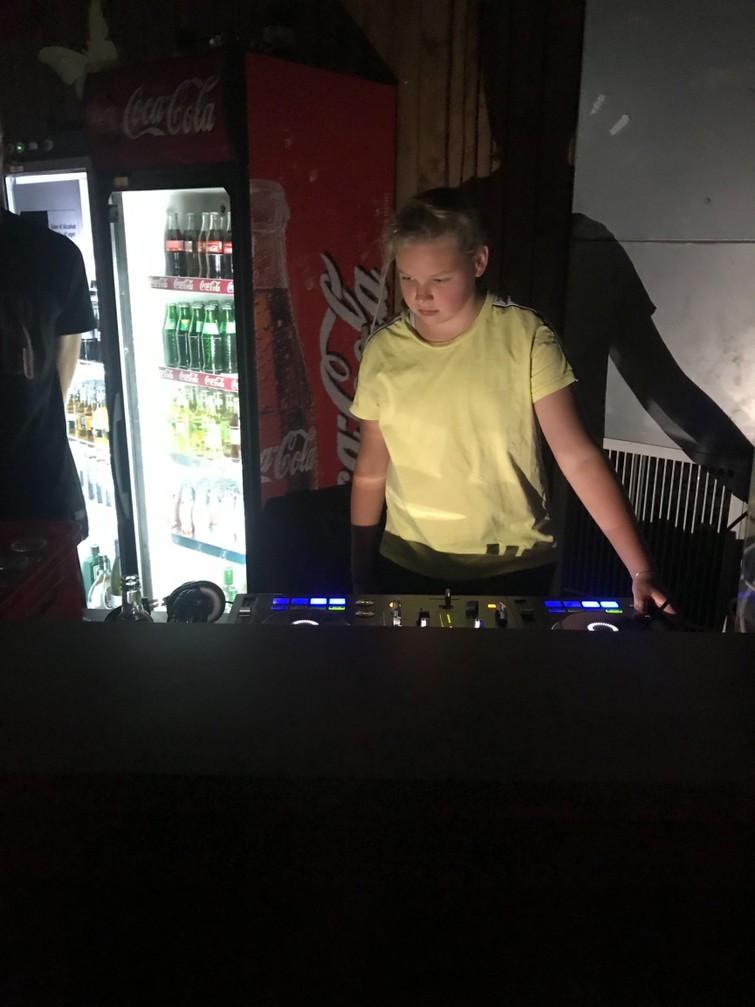 Jonge DJ voor (bedrijfs)feesten!