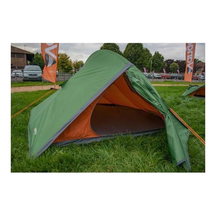 Tent: Vango Blade 200, 2p, licht gewicht, ideaal voor rondreizen, banaan voor schaal.