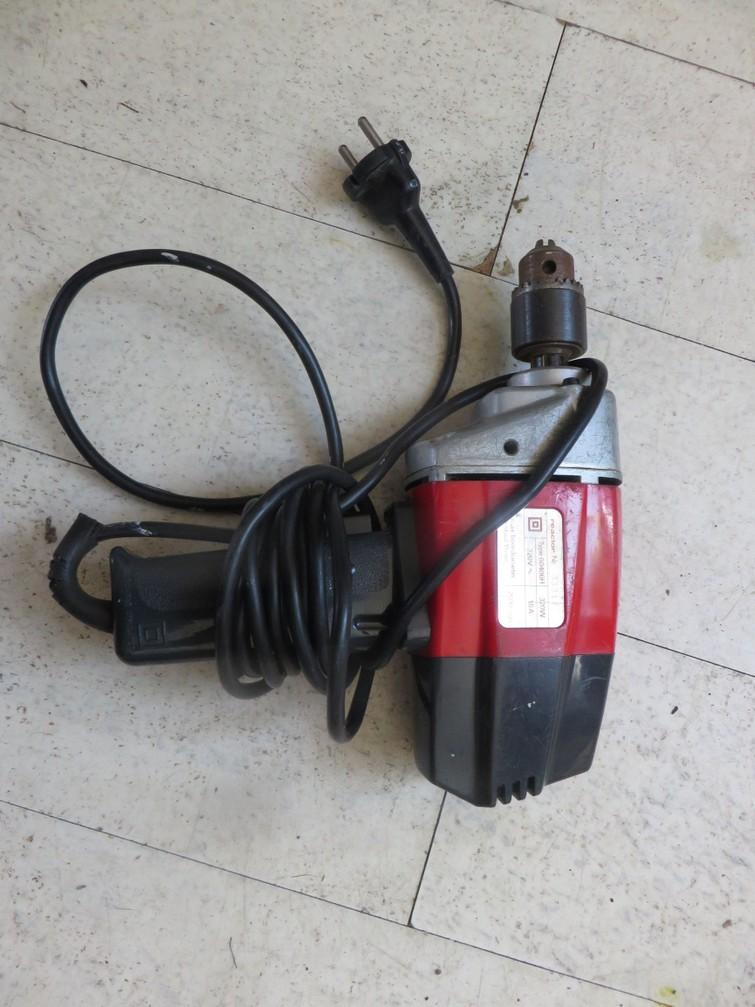 Simpele oude boormachine, 2500 toeren/minuut, max. boordiameter 10 mm.
