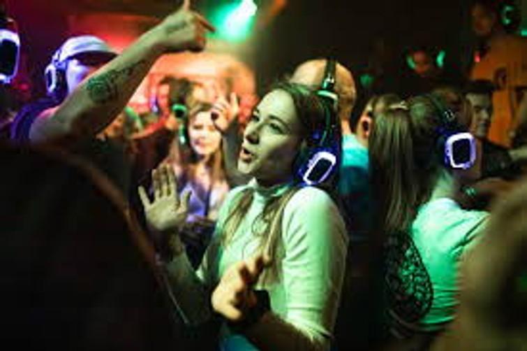 Silent disco party / Corona-proof feest / Bruiloft / Kinder feest / Verjaardag partij / 10 tot 80 hoofdtelefoons: 4,50 per stuk!