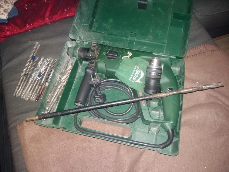 Bosch slagboormachine met ruim assortiment boren