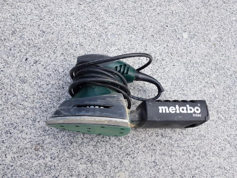 handig Metabo schuurmachientje met klitteband schuurpapier en afzuiging