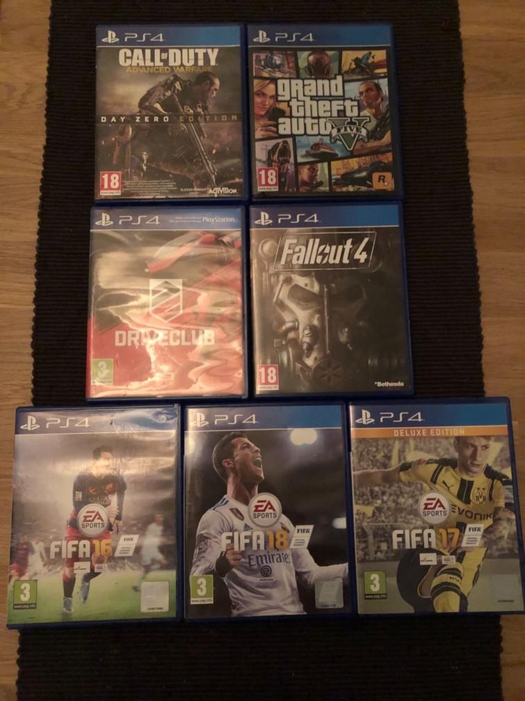 Playstation 4 met 2 controllers en 2 games naar keuze