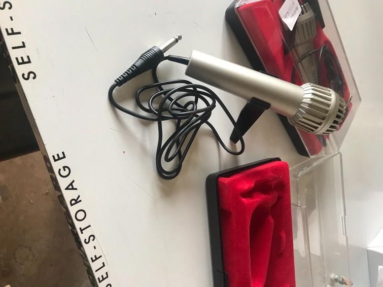 2 microfoons beschikbaar