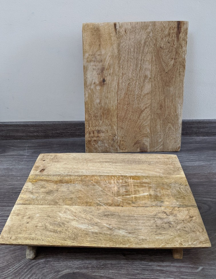 Twee houten hapjesplanken of tapasplanken te huur
