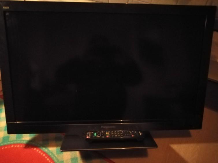Panasonic lcd tv 80cm met afstandsbediening