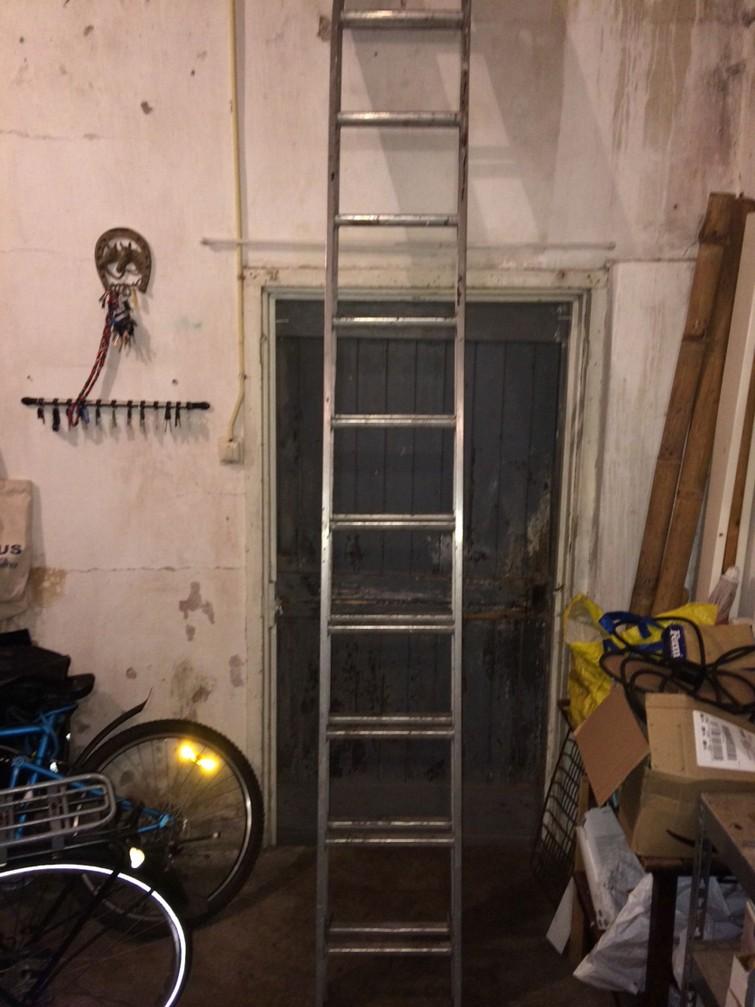 Uitschuif Ladder 2 delen 4,75 meter hoog.