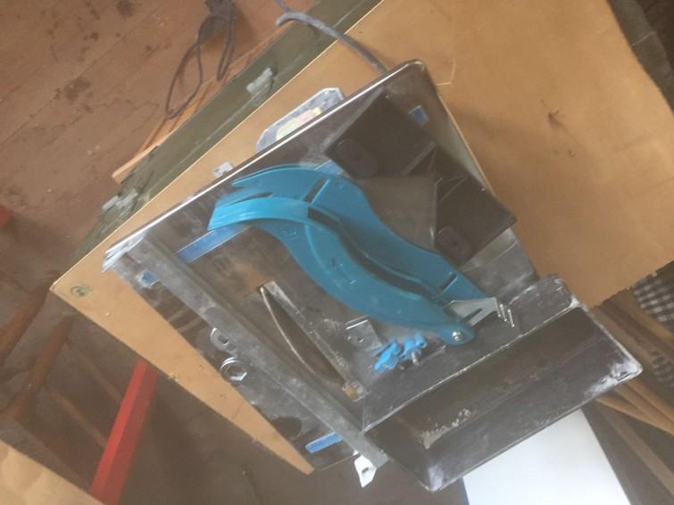 zaagtafel voor vloertegels en wandtegels binnen en buiten (geschikt voor gebakken materiaal niet voor beton)