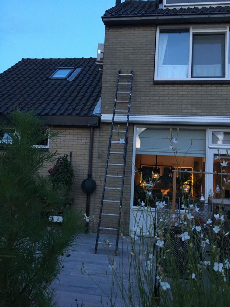 2 delige (Altrex) ladder te huur.