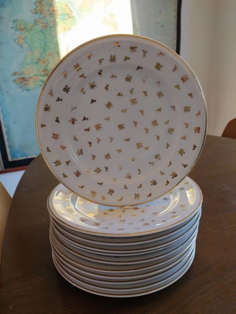 Set van 11 borden met bladgoud